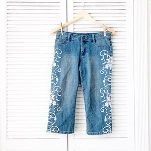 AZI Jeans White Embroidered Cropped Jeans NWOT